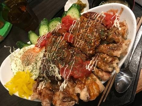 松本市でんでんデカ盛りロコモコ丼