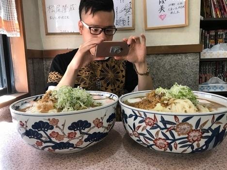 名古屋新栄吉野屋きしめん大盛りらすかる2個食い撮影中