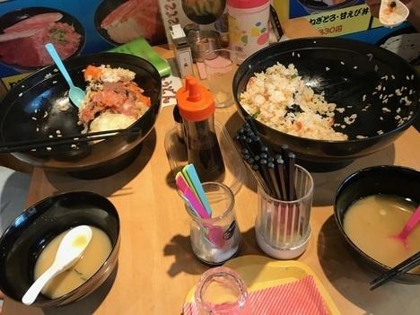 名古屋チャレンジメニュー若狭家デカ盛り大漁海鮮丼隣テーブル2人組失敗画