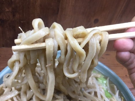 ラーメン二郎池袋店大ラーメン麺リフト