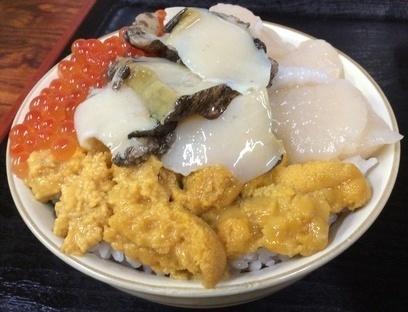 ろくさん食堂4色丼.jpg