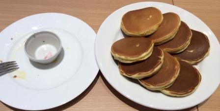 デニーズパンケーキ皿比較.jpg