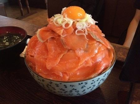 新潟あおいサーモン丼特盛り.jpg