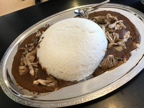 新潟南魚沼レストラン雪国チャレンジメニューデカ盛りまいたけカレー