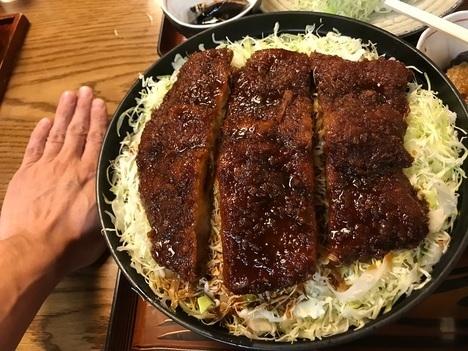 会津若松とんかつ番番デカ盛り本当に大きなソースかつ丼掌比較