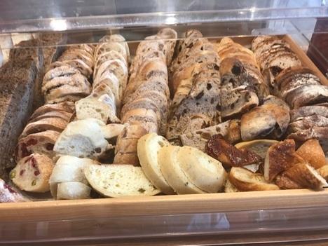 名古屋モーニング南大高ダーシェンカ食べ放題パン陳列