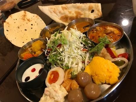佐野インドカレー食べ放題印度屋ランチ一巡目