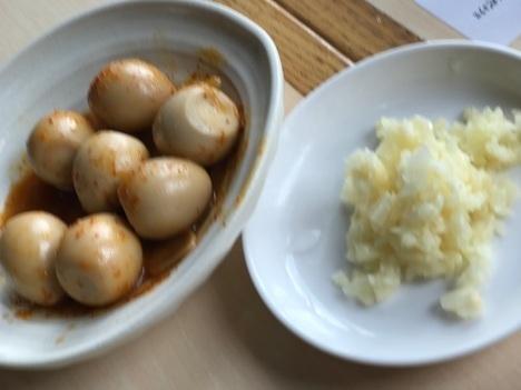 久喜火の豚大食い数種シェアうずらにんにく別皿