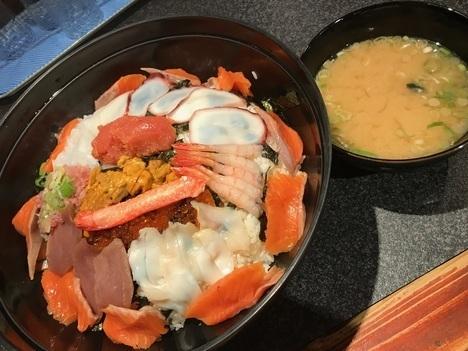 名古屋チャレンジメニュー若狭家デカ盛り大漁海鮮丼大盛り味噌汁付