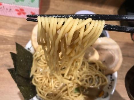 野郎ラーメン錦糸町店メガ盛り麺リフト
