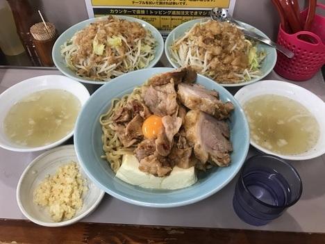 立川マシマシ足利DXマシライス麺と豆腐に変更ともやしサラダ大盛り二つ大食い