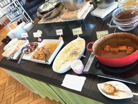 足利1stcafeランチロールキャベツ等惣菜陳列