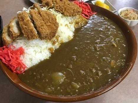 宇都宮藤デカ盛りすり鉢カツカレー