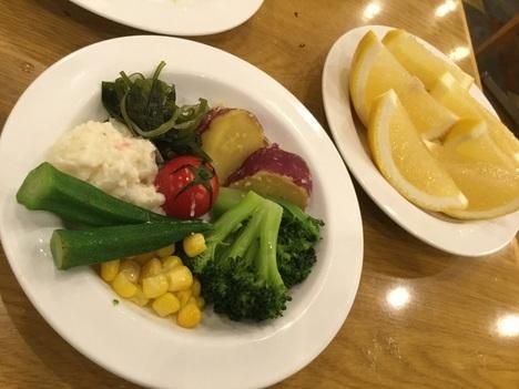フォルクスイースト21サラダバー食べ放題おかわり皿
