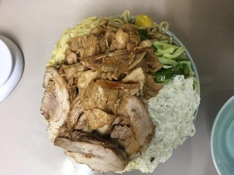 立川マシマシ足利すごい冷やし中華麺マシ4枚と豚マシマシ特注デカ盛り上空アングル