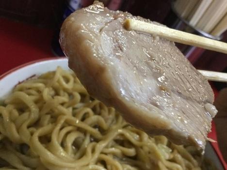 ラーメン二郎目黒大ラーメンヤサイ豚リフト