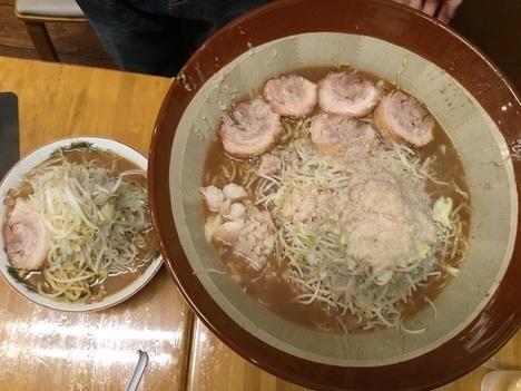 草加市松原団地鷹の眼麺マシすり鉢と大ラーメン比較