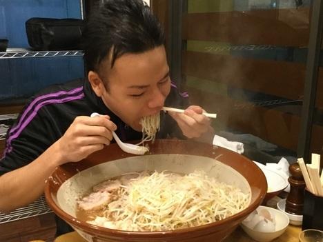 草加市松原団地鷹の眼らすかる麺マシすり鉢大食い