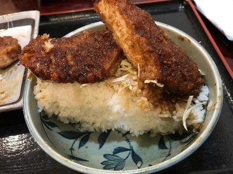 東松山恵比寿屋食堂エビスかつ丼特盛断面
