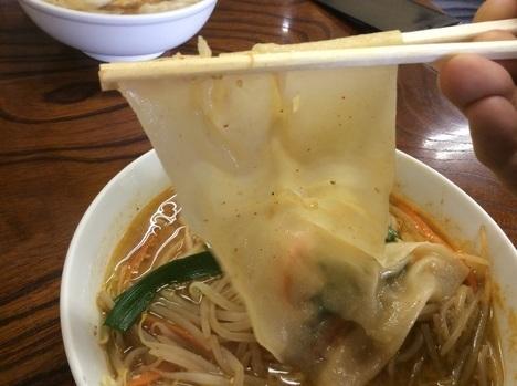 足利麺辛口味噌ラーメンひもかわ麺リフト
