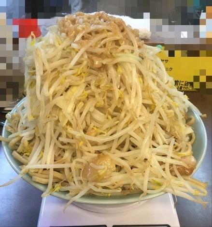 立川マシマシ青梅秘密工場大ラーメンヤサイマシマシ丼半分