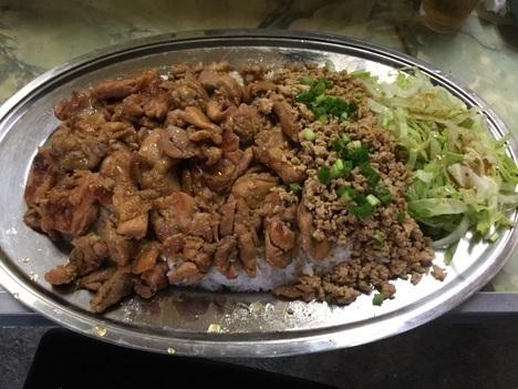 足利まんぷく処たぬき特注デカ盛り鶏丼ランチ
