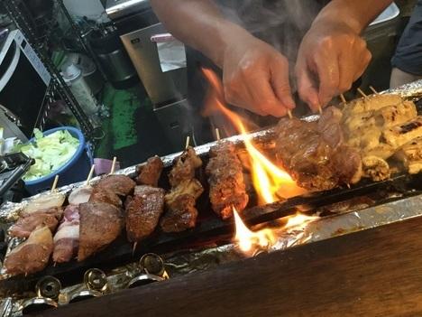 もつ焼き串焼き焼き鳥平塚のりさん料理中