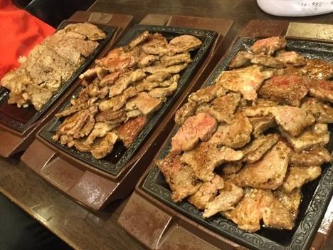 ステーキガストカットステーキ食べ放題イベント12人前陳列