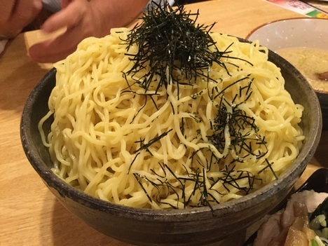 桐生もん吉デカ盛りメニューゆりもりつけ麺の麺