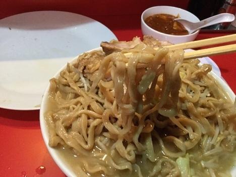 蒙麺ラーメン火の豚フュージョン麺リフト