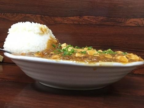 島ちゃん食堂デカ盛り麻婆豆腐定食横アングル